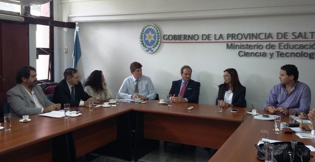 """Educación y Rentas trabajan en el lanzamiento del programa """"Mi factura, por favor"""""""