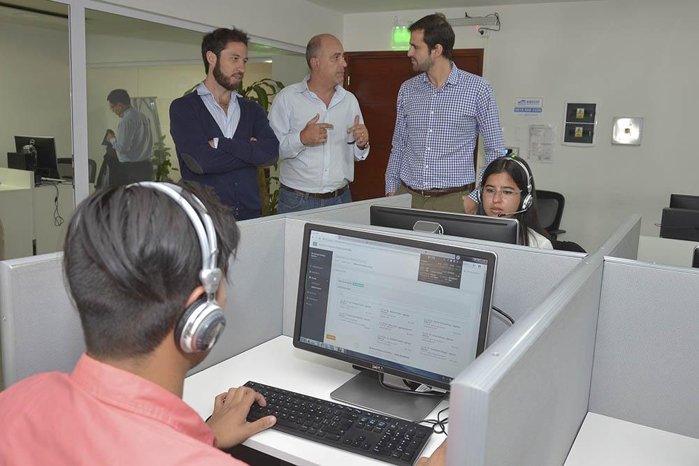 Estrada se interiorizó sobre el funcionamiento del Centro de Atención Ciudadana 148