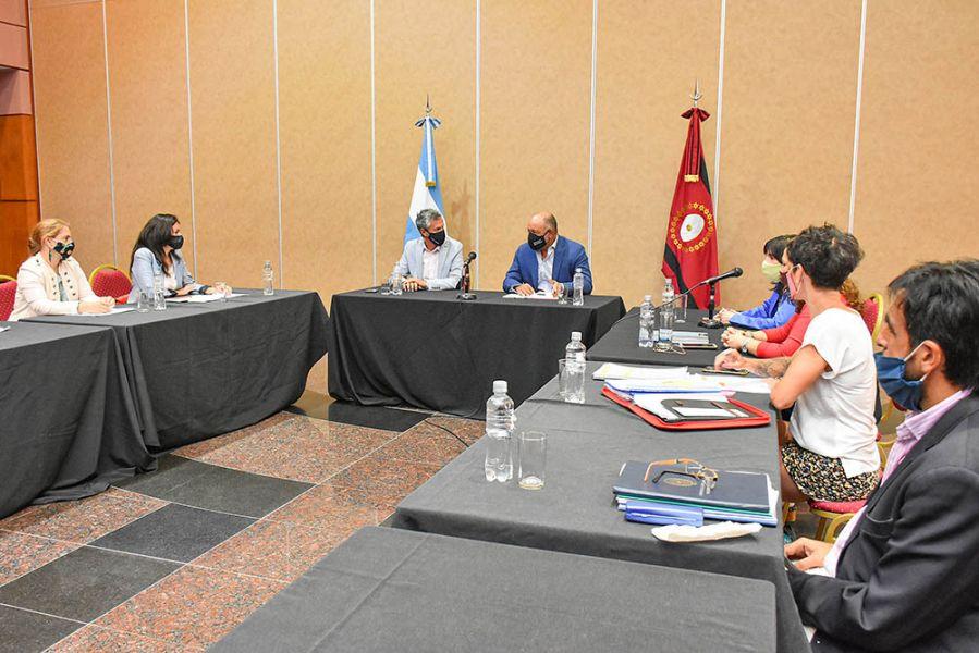 Economía y Turismo avanzan con el relanzamiento del Programa de Desarrollo Turístico Sustentable, a fin de reactivar obras en Capital y el interior provincial, relacionadas con el turismo y la cultura.
