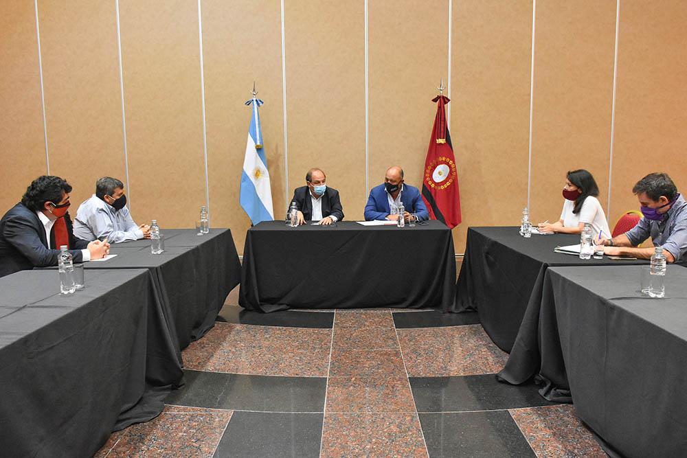 Gobierno y cámaras empresariales evalúan las medidas económicas de este año